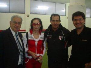 Intérprete de empresária chinesa, em visita ao SPFC.(jul. 2006)