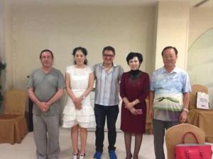 Com o espanhol Alejandro Aviles,que veio promover seus produtos da Fet A Mid, em Shenyang (jul./2013).
