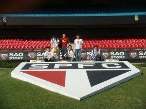 Acompanhando equipe de repórteres do portal da Tecent, no Estádio do Morumbi, São Paulo. (2011)
