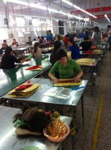 Visita a fábrica de cabelos, cidade de Xunchang, Henan (out./2013).